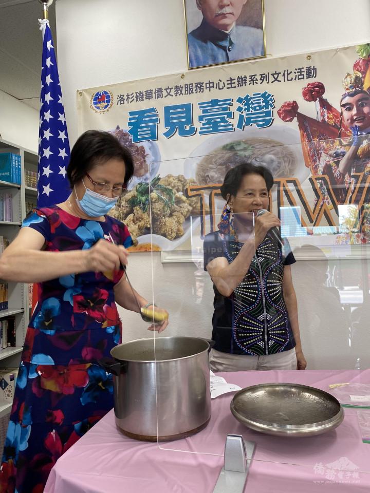 黃夢卿講師(右1)介紹無花果苦瓜排骨煲湯
