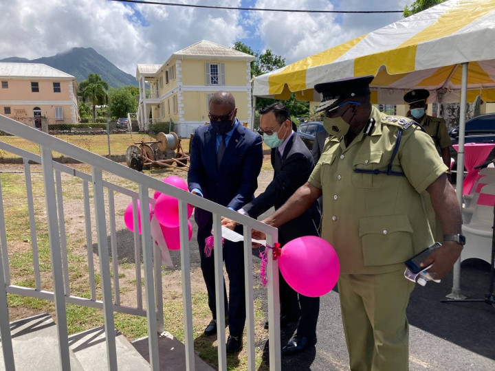 林大使與布蘭特利行政首長共同啟用尼島CCTV監控中心