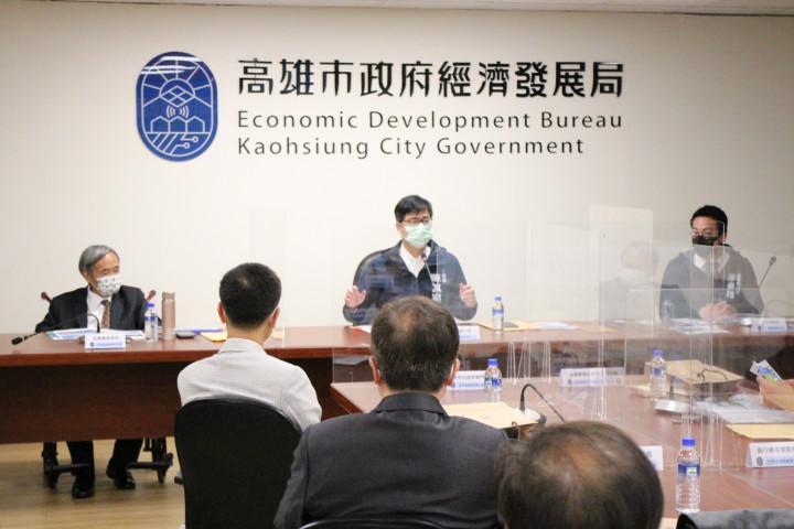 高雄市市長陳其邁(前中)親自說明高雄投資環境。