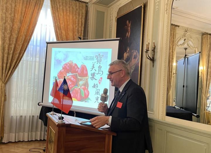 瑞台商會會長同時也是瑞士國會議員的葛拉納挺台,22日表示正計畫進口台灣蓮霧。(圖為駐瑞士代表處提供)