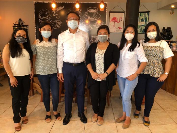 本館錢大使冠州會見五名在台灣奇美醫院完成開刀房護理訓練之貝里斯護理斯