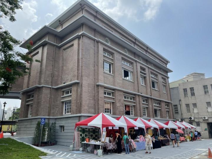 日治台南州會二戰後遭增建覆蓋半世紀,經過2年整修,18日公開亮相,成為台南舊城區另一顯著地標。