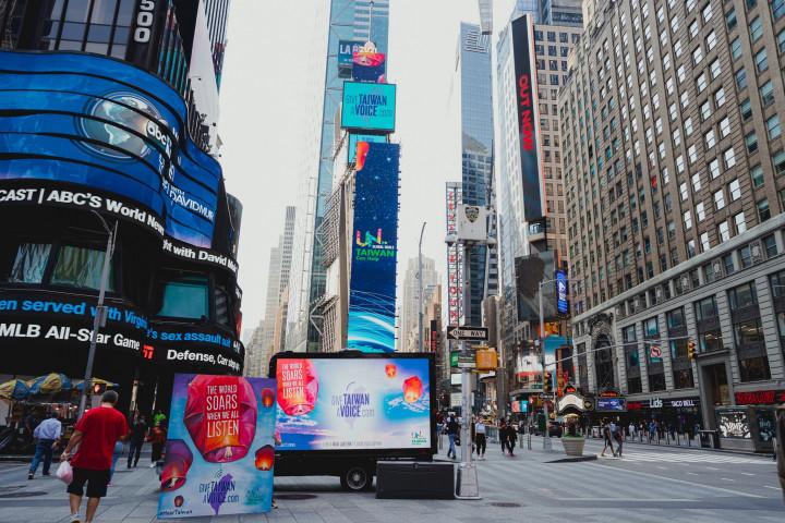 紐約時報廣場 用希望天燈 傳達台灣的聲音