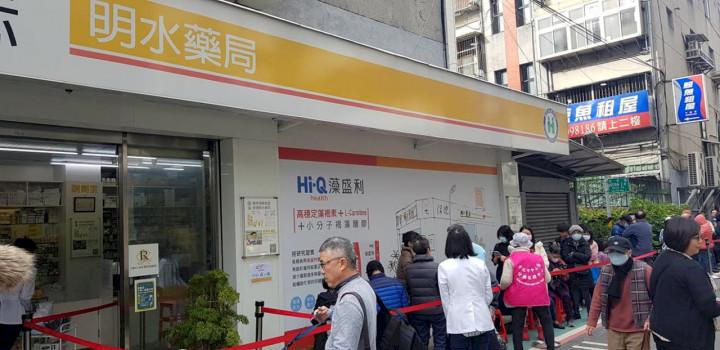中央流行疫情指揮中心18日宣布,口罩實名制超商通路10月退場、藥局實名制持續。