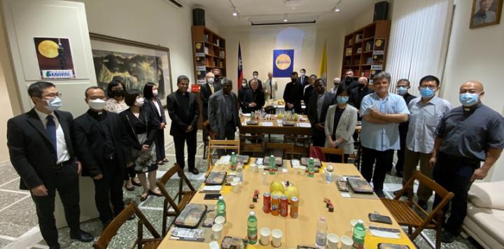 駐教廷大使館舉辦中秋餐會,多位教廷高階神職人員皆出席。(駐教廷大使館提供)
