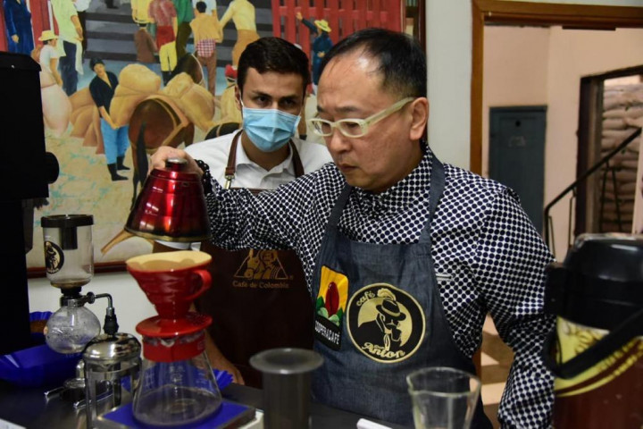 咖啡專家顏照總經理指導哥倫比亞咖啡協會剪影