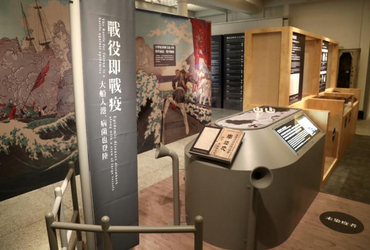 「疫觸即發-百年島嶼戰疫特別展」27日起在國立台灣博物館鐵道部園區展出,特展結合時事,引領民眾從台灣史重新看台灣百年來的防疫歷史。