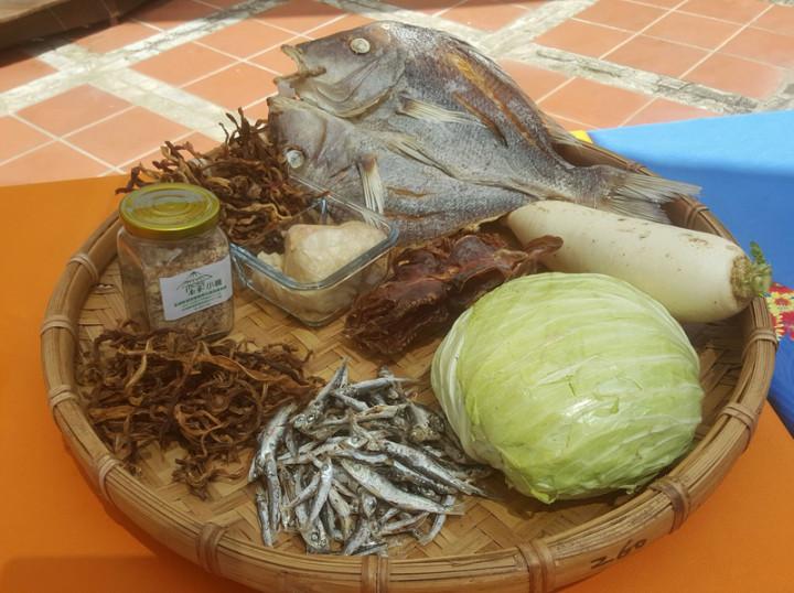 澎湖縣政府14日宣布將推出「戀戀海味澎湖美食假期」系列活動,提供傳統美食菜餚,邀遊客細細品味。