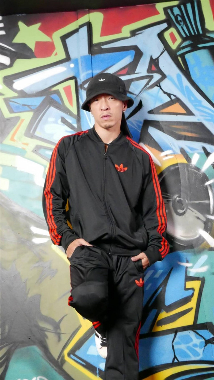 Taiwan's martial-arts breakdancer turns from fights to dance