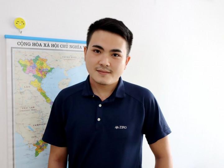 越生蘇英俊很喜歡中文,常在自己的YouTube頻道分享學習中文、申請獎學金的資訊,到台灣念書後要拍更多影片向越南民眾介紹台灣。