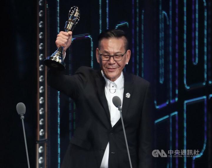 龍劭華演出作品逾百部,從影集「戒指流浪記」、「若是一個人」,到賣座國片「紅衣小女孩2」、「刻在你心底的名字」等,到處都有他的身影。圖為龍劭華2019年獲得第54屆金鐘獎最佳戲劇節目男主角獎。