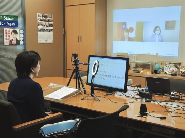 總統蔡英文20日以民主進步黨主席身分與日本眾議員高市早苗視訊會談,前日相安倍晉三在推特發文表示,2人舉行會談世界注目。(圖取自twitter.com/takaichi_sanae)