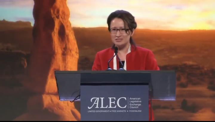 蕭美琴受邀ALEC發表演說,向美國年輕學子喊話,台灣是學習中文的最佳替代方案 (圖片擷取自ALEC YouTube)