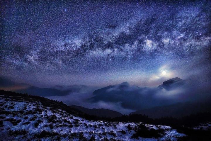 """Rarely See Taiwan Snow Galaxy"" ©Tzeng Chin-fa"