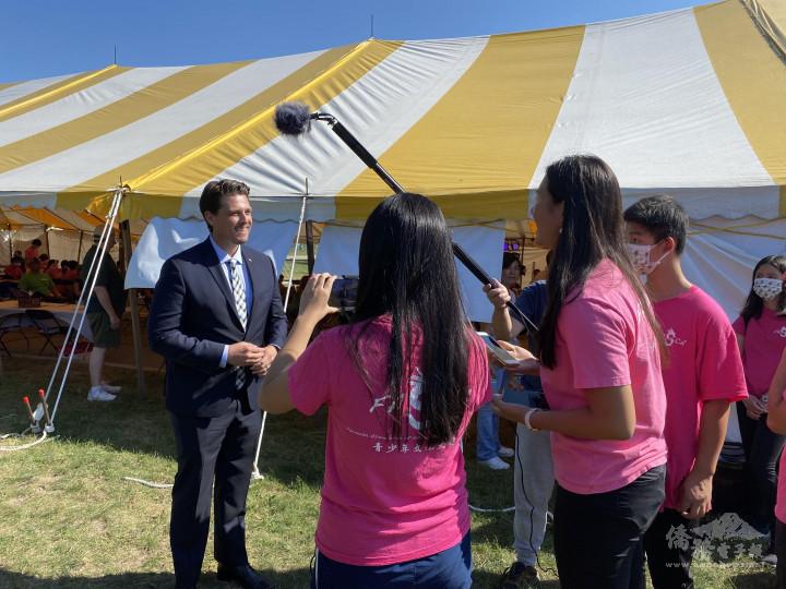 特洛伊市伊森貝克爾市長親自出面接受密西根FASCA新聞組的採訪。