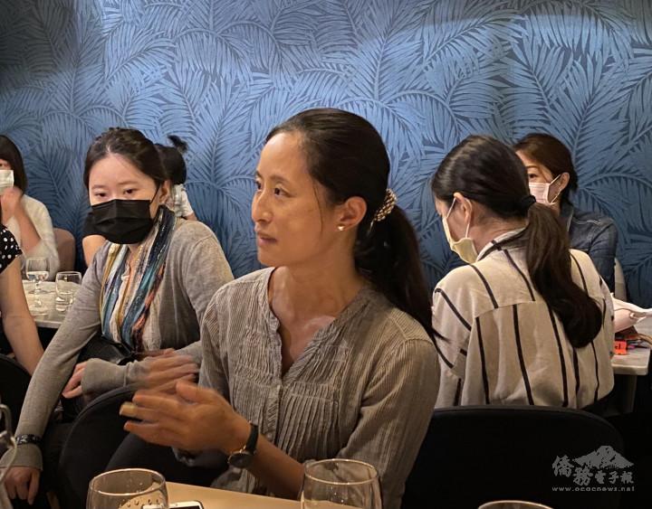 吳婉如分享她在職場與家庭間找平衡的經驗談。