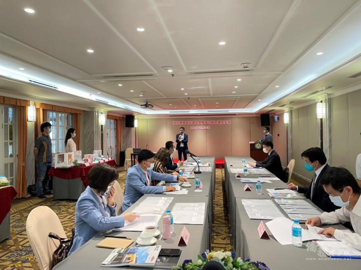 泰國初選由駐泰國代表處徐蔚民公使、郭修敏總會長等召開審查會議。