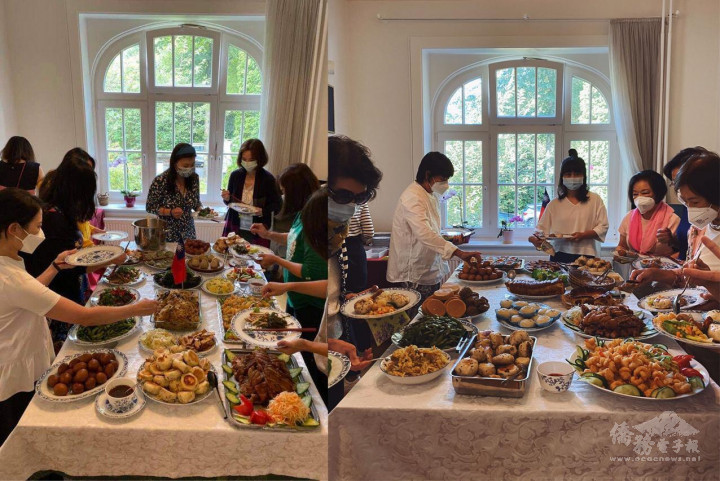 婦女姊妹們大顯好手藝,滿桌手路菜令人眼福、口福都飽足。(左圖為9月12日聚會。右圖為9月5日聚會。照片由漢堡婦女姊妹會提供)