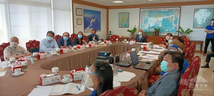 菲律賓初選由駐菲律賓代表處徐佩勇大使、黃雅惠總會長等召開審查會議。