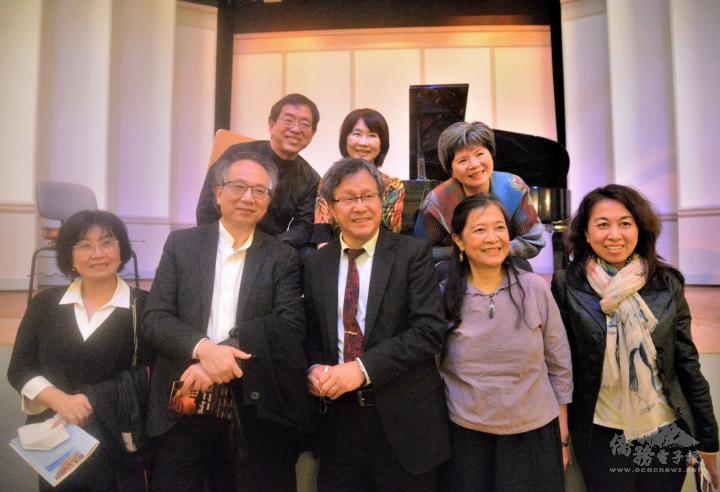 駐德代表謝志偉(下中)受邀聆賞音樂會,呂紹嘉先生(下左二)是享譽國際的指揮家,蔡采崴小姐(下右二)長年致力經營好海洋藝術