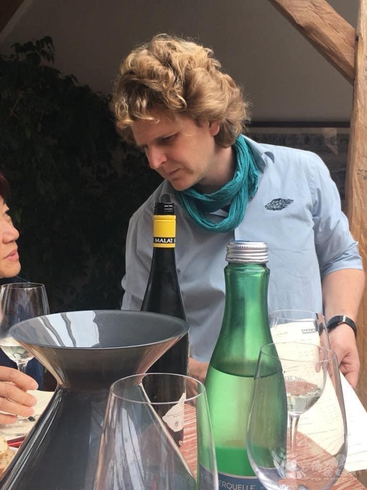 奧地利Malat酒莊第10代傳人Michael Malat先生向眾人介紹葡萄酒的種類