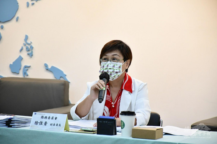 徐佳青主持「海外臺商精品」決選審查會議。