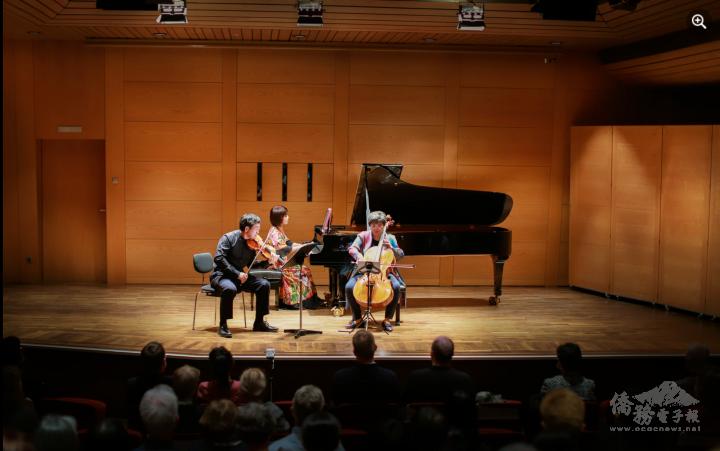 歐亞美三重奏在慕尼黑愛樂小廳的演出畫面