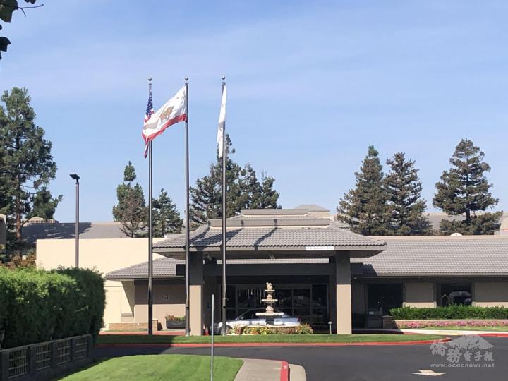 「矽谷皇冠假日酒店」(Crowne Plaza)外觀