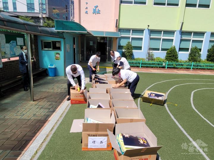 國際韓華志工會成員齊心協力、雪中送炭