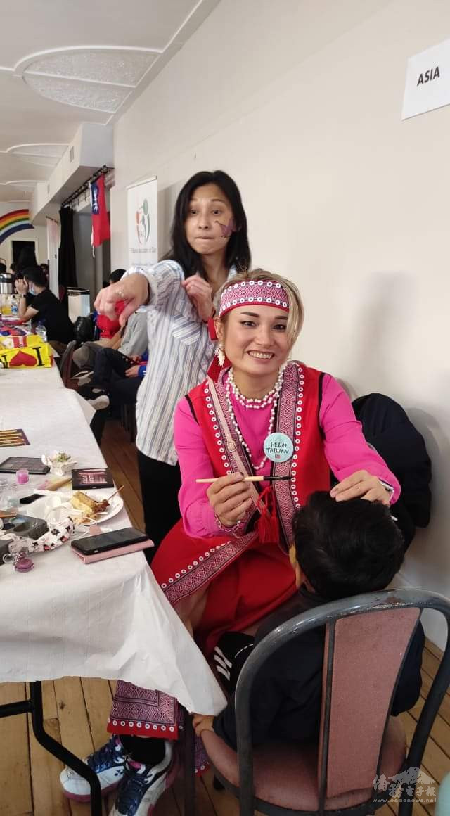 Taiwanese Designer, Yahui Minnock, supported the event on face painting