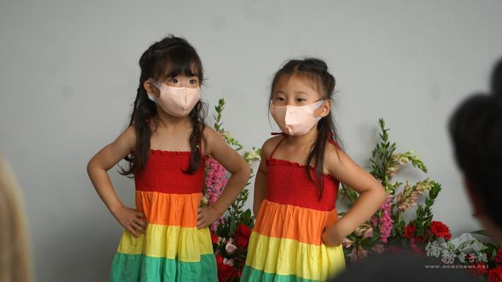兩位小朋友用流利中文介紹自己和對臺灣的認識,並用中文唱兒歌,獲得與會來賓讚賞。