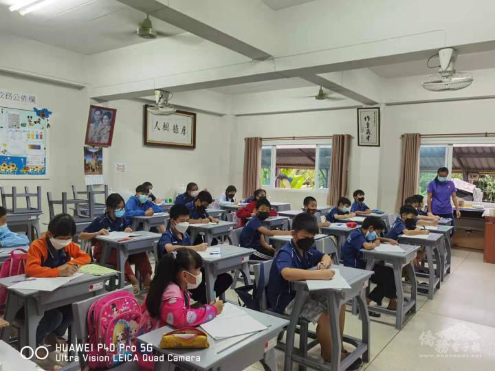 華雲學校學生實體考試情景