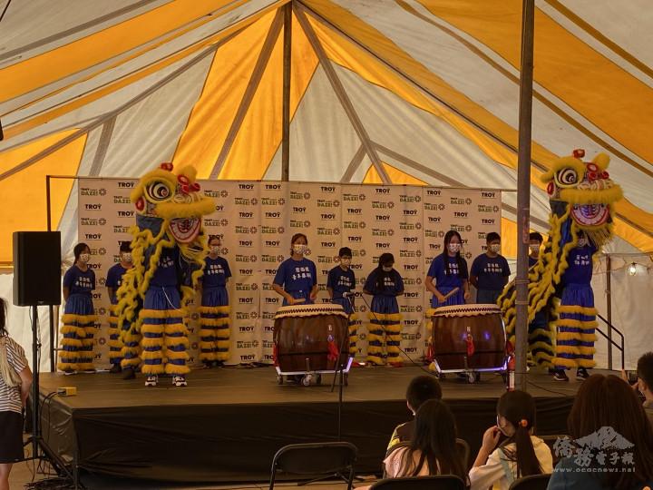 名聞遐邇的密西根舞獅隊,兩隻醒獅舞得活靈活現,獅鼓震動雄壯威武,更是動人心魄。