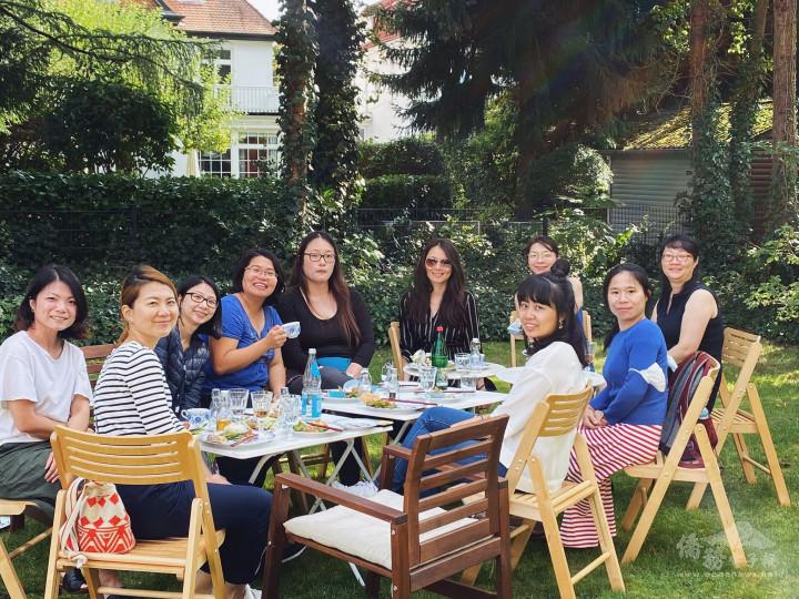 9月5日婦女會團聚茶會,陽光燦爛。(取自漢堡婦女姐妹會臉書頁)