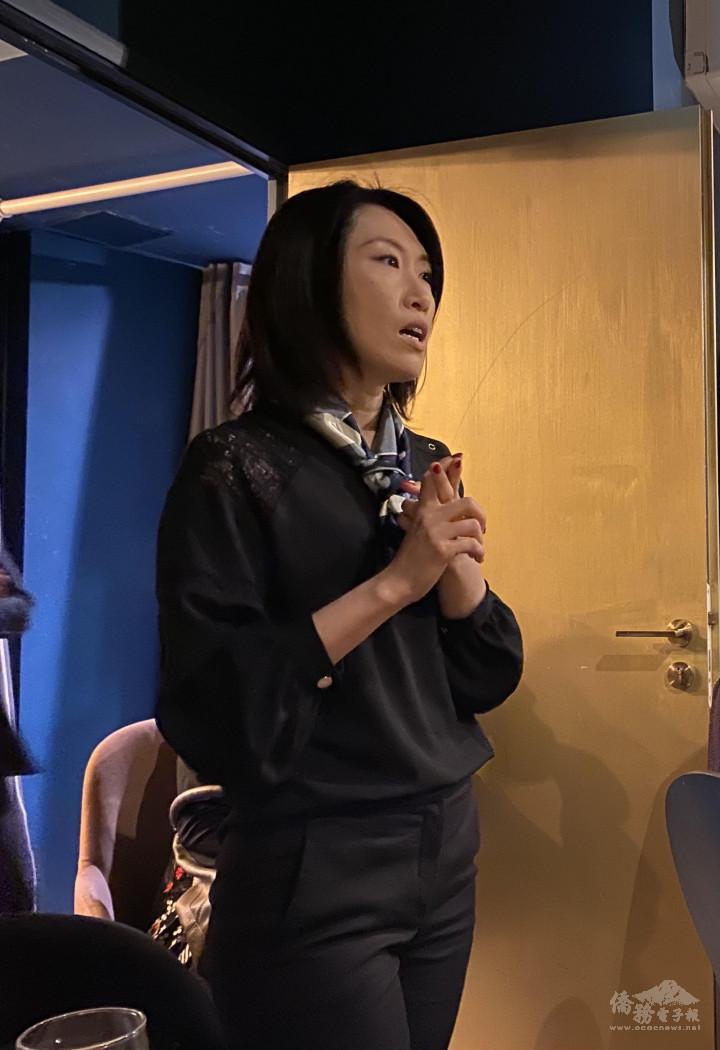 講師張淳絪從兩位職業婦女的經驗,分析臺灣媽媽在法國可能會遇到的困難,並提出建議。