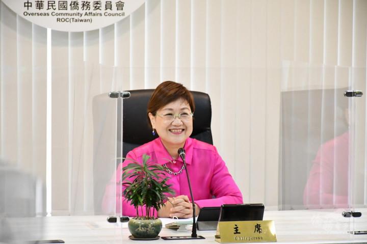 僑委會副委員長徐佳青宣布獲獎作品