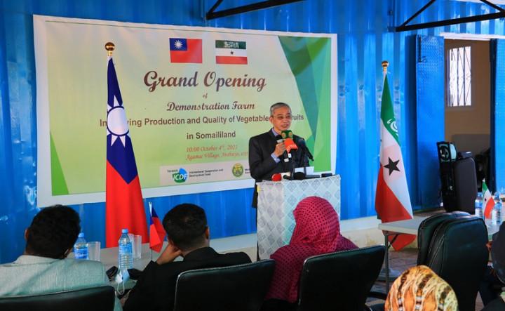 駐索馬利蘭技術團與索國農業部合作,位於首都哈爾格薩(Hargeisa)的示範農場正式揭幕啟用,駐處代表羅震華受邀致詞