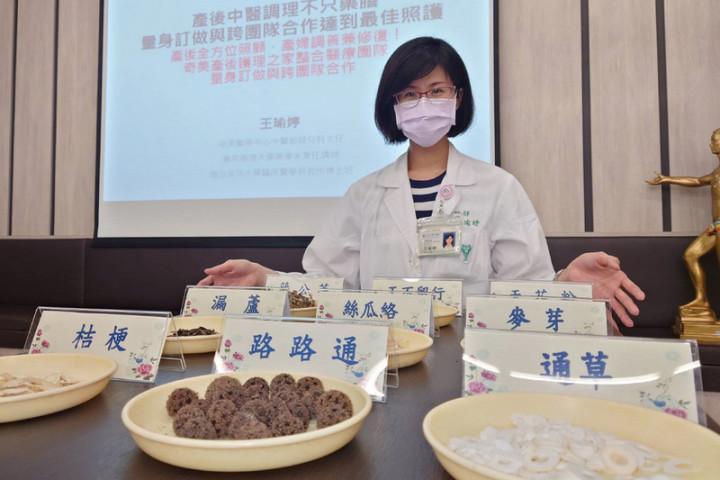 奇美醫學中心中醫部婦兒科主任王瑜婷(圖)12日在院內衛教宣導會中表示,每名產婦體質不同,可視狀況進行產後調理。