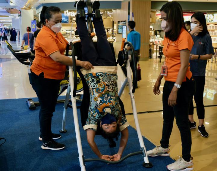 雅加達台灣貿易中心7日至9日在購物中心舉辦台灣自行車與健身器材商展,提高台灣品牌知名度,吸引印尼民眾好奇體驗。