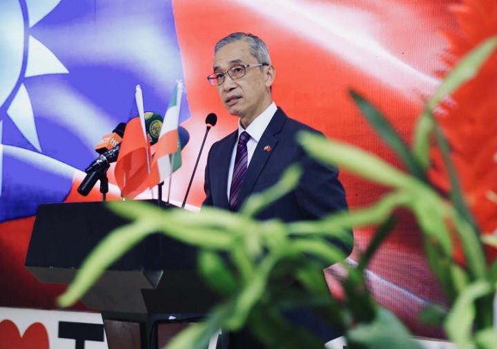 駐索馬利蘭代表處舉辦中華民國110年國慶晚會,冠蓋雲集,多名部長出席。駐索馬利蘭代表羅震華致詞。(駐索馬利蘭代表處提供)