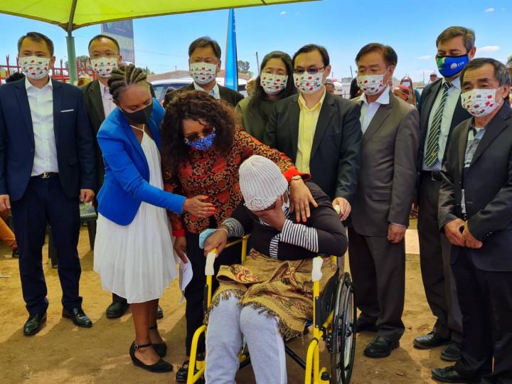 賀代表忠義夫婦赴南非自由省與僑領及當地人士慶祝我國慶