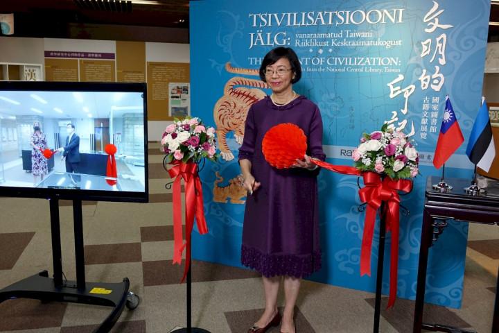雙邊的國家圖書館透過視訊直播進行開幕儀式。(國圖提供)