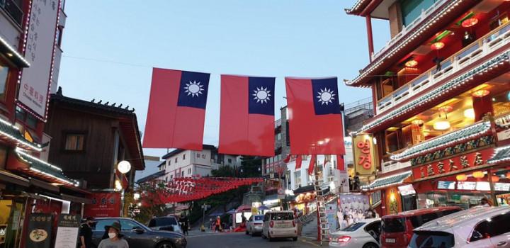 韓國仁川中華街舉辦為期一個月的旗海飄揚慶雙十活動,整條街上掛滿大大小小國旗,吸引民眾駐足