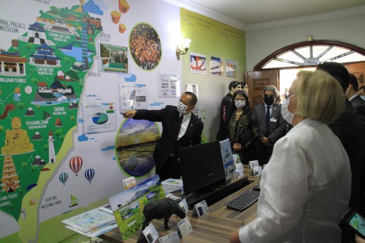 駐巴西代表張崇哲介紹台灣經貿發展現況,加強巴西各界對台灣的瞭解。(駐巴西代表處提供)