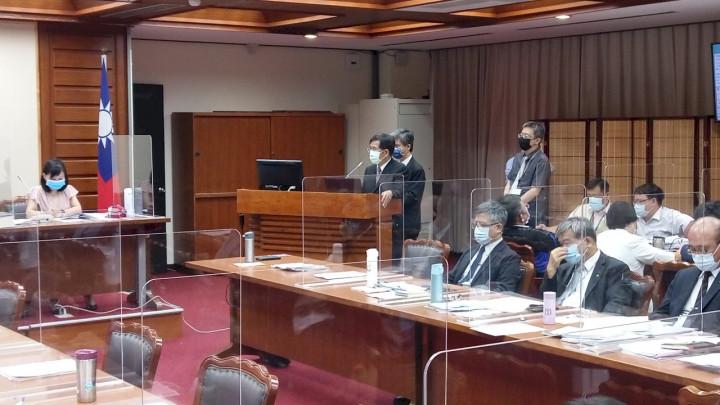 教育部長潘文忠赴立法院進行教育部業務概況報告。(陳國維 攝)