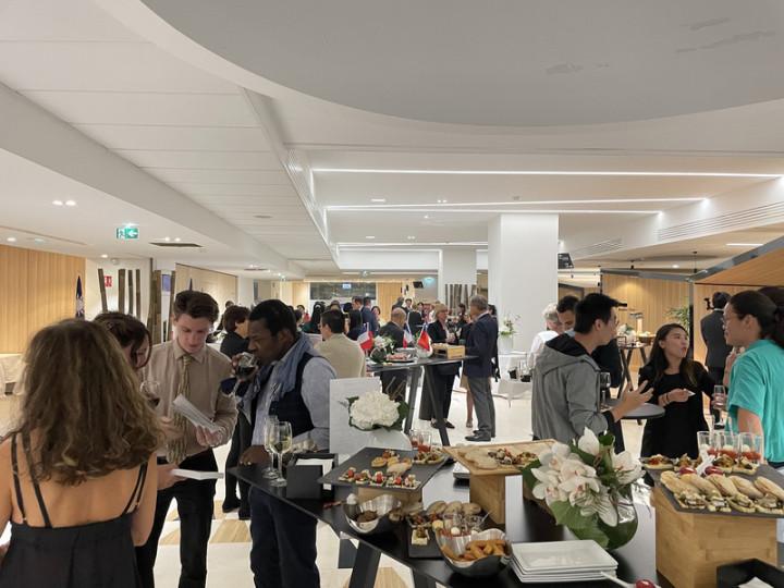 駐普羅旺斯辦事處7日晚間在近馬賽舊港市中心的馬賽-普羅旺斯世貿中心首次舉辦國慶酒會,這次酒會也是辦事處開館以來首次對外大型活動,逾百賓客齊聚。(駐普羅旺斯辦事處提供)