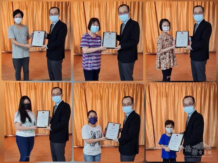 張俊彬頒發獎狀給所有參賽得獎者