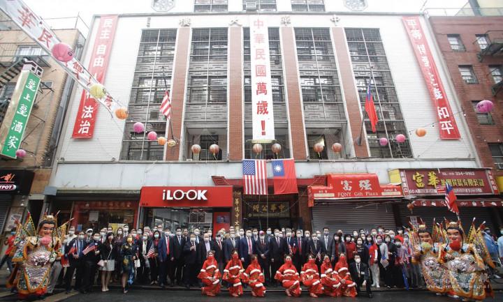 紐約中華公所110年國慶升旗典禮貴賓合影
