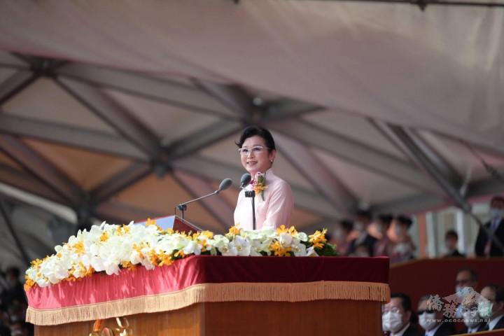 陳阡蕙在國慶大會上代表僑胞致詞