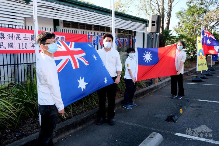 升旗典禮僑界青年志工熱情參與